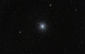 Wide field image of Messier 13